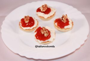 Tartaletas-de-queso-y-mermelada-de-tomate