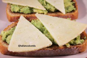 tosta-de-aguacate-y-queso